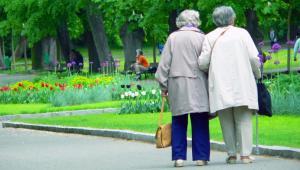 Rząd ma dziś dyskutować o zmianie systemu waloryzacji rent i emerytur. Na polecenie premiera minister Michał Boni przygotował założenia nowej ustawy, zgodnie z nią każdy emeryt, bez względu na wysokość świadczenia, dostanie taką samą podwyżkę. fot. shutterstock.com
