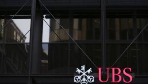 Logo banku UBS na oddziale w Londynie