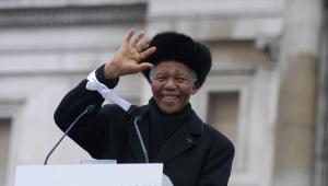 Były prezydent RPA Nelson Mandela podczas przemówienia na Trafalgar Square w Londynie w lutym 2005 roku
