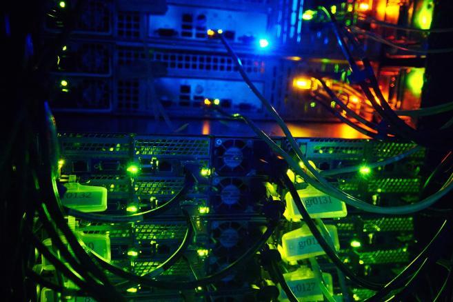 Superkomputer (na zdjęciu) został uruchomiony 2 bm. na Wydziale Elektroniki, Telekomunikacji i Informatyki Politechniki Gdańskiej w Gdańsku. Komputer jest największym klastrem obliczeniowym w Polsce. (aw/mr) PAP/Adam Warżawa