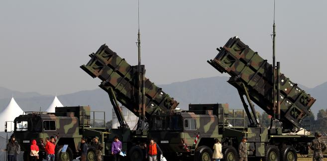 Wyrzutnie rakiet Patriot na wystawie Seoul International Aerospace & Defense Exhibition 2013. Fotograf: SeongJoon Cho / Bloomberg