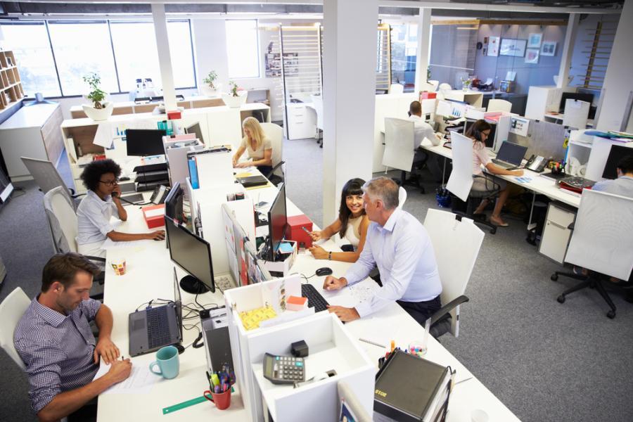 Новый трудовой кодекс в Польше позволит компаниям следить за сотрудниками в интернете и не только