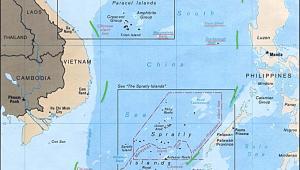 Linia 9 kresek, na podstawie której Chiny wysuwają roszczenia terytorialne do 80 proc. akwenu Morza Południowochińskiego. Źródło: 9 dotted line by U.S. Central Intelligence Agency - Asia Maps — Perry-Castañeda Map Collection: South China Sea (Islands) 1988. Licensed under Public Domain via Commons - https://commons.wikimedia.org/wiki/File:9_dotted_line.png#/media/File:9_dotted_line.png