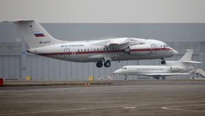 Samolot z ciałami ofiar katastrofy airbusa na rosyjskim lotnisku