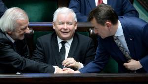 Ryszard Terlecki i Mariusz Błaszczak. Jarosław Kaczyński.