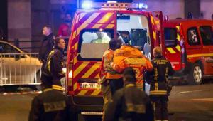 Seria ataków na Paryż. Akcja ratunkowa EPA/IAN LANGSDON Dostawca: PAP/EPA.