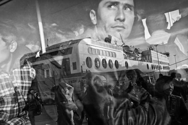 """Grand Press Photo 2016 - I miejsce w kategorii WYDARZENIA Autor: Dawid Zieliński, """"Kontakt"""""""