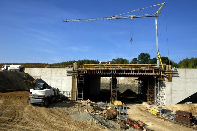 Prace na budowie drogi ekspresowej S19 w Rzeszowie fot. (dd/kru) PAP/Darek Delmanowicz