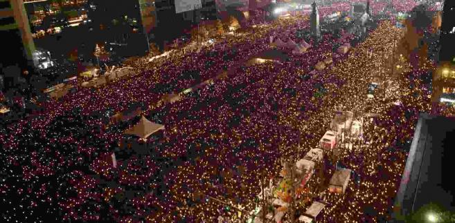 Protesty w Seulu EPA/JUNG YEON-JE / POOL Dostawca: PAP/EPA.