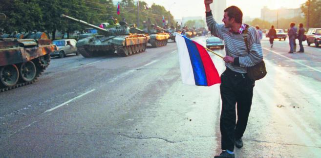 Wydarzenia przyspieszyły po upadku groteskowego puczu Giennadija Janajewa z sierpnia 1991 r. Kolejne republiki ogłaszały już nie suwerenność, lecz niepodległość. Rozpisywano wybory prezydenckie i referenda fot. David Turnley/Corbis/Getty Images