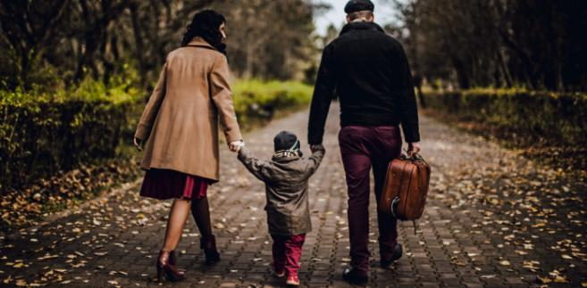 Do zagranicznych adopcji nie będą trafiać dzieci, które znalazły opiekę w rodzinach zastępczych fot. Nikita Levrints/Shutterstock