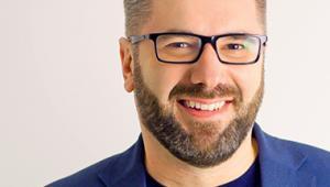 """Paweł Tkaczyk mówca publiczny i doradca ds. marketingu, brandingu i social media. Autor książek """"Zakamarki marki"""", """"Grywalizacja"""" i """"Narratologia"""" fot. Monika Serek"""