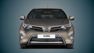 Nowa Toyota AURIS  Nowa Toyota Auris to druga generacja tego kompaktowego auta. Teraz z zupełnie nową dynamiczną stylistyką, nowymi elementami wyposażenia i wyjatkową jakością zastosowanych materiałów. Silniki dopracowane pod kątem niskiego spalania i wysokich osiągów. Jako jedyne w tym segmencie auto oferuje trzy różne źródła napędu: silniki benzynowe, diesla oraz hybrydę. Wkrótce także w wersji kombi!