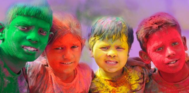 Dzieci uczestniczące w Święcie Holi