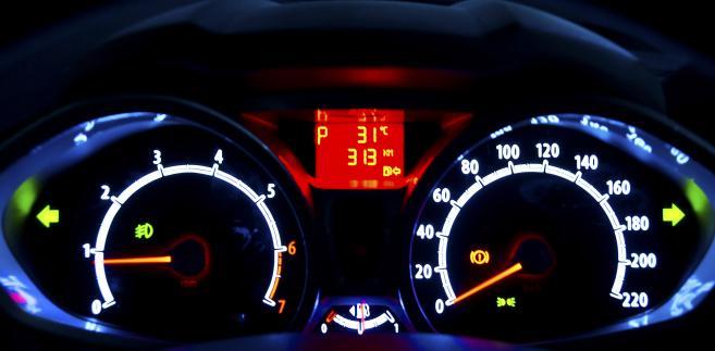Licznik prędkości w samochodzie.