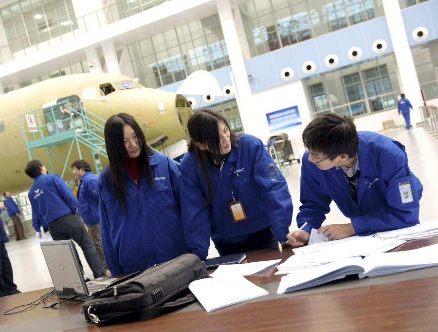 Chińscy inżynierowie pracują nad nowym samolotem pasażerskim