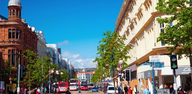 Ulca w Belfaście, Irlandia Północna. Fot. Serg Zastavkin / Shutterstock.com