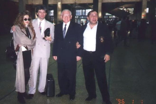Andrzej Gąsiorowski, Bożena Gąsiorowsa, Jerzy Cyran (likwidator Art-B), Meir Bar. 1996 Tel Aviv. Zdjęcie: Bialysnieg, CC-BY-SA-3.0