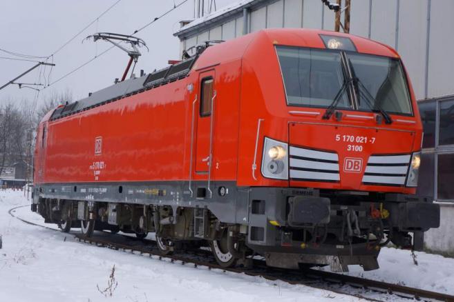 Tak wygląda lokomotywa Vectron w barwach DB Schenker Rail
