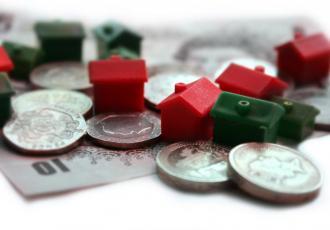Ministerstwo Finansów opublikowało założenia do ustawy o odwróconej hipotece – dla starszych osób rozwiązanie to daje szansę na uzyskanie dodatkowych środków na życie. Nie jest jednak pozbawione wad.
