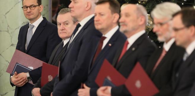 Nowi ministrowie w rządzie Mateusza Morawieckiego podczas uroczystości w Pałacu Prezydenckim w Warszawie.