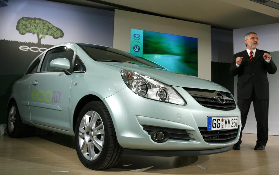 SZef  Opel  Hans Demant prezentuje ekologiczna wersje opla na konferencji prasowej w Berlinie.