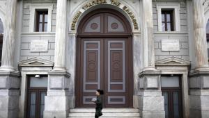 Wejście do Banku Grecji w Atenach.