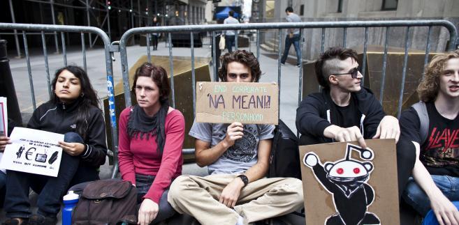 Okupacja Wall Street: młodzi protestują przed siedzibą NYSE, 17 września 2011