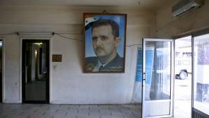 Portret prezydenta Syrii Baszara al-Assada wisi na przejścia granicznego między Libanem a Syrią